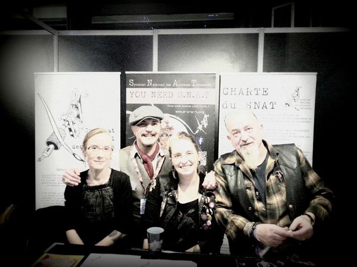 Lili (d'Arkham Tattoo France), Marco, Mymy (Boudoir Brutal) et Bruno Audrey (BA Tattoo) au Mondial du Tatouage 2019. Photo Marie Manson © 2019 - Déclics & Pix'elle.